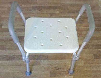 Стол за баня с дръжки